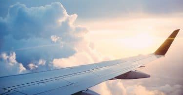 Avion et aéroport : comment se garer sans problème pour pas cher