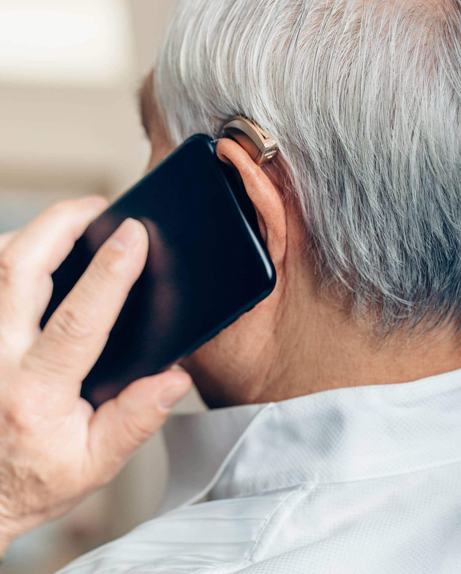 téléphone et aide auditive